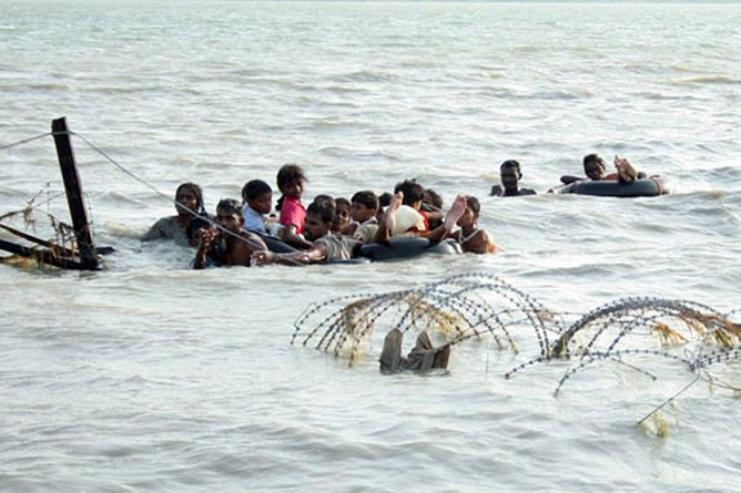 epa01731375 A Sri Lankan Army Media Unit handout picture showing civilians held hostage by the Liberation Tigers of Tamil Eelam (LTTE) crossed the lagoon by clinging onto vehicle tubes across the Nanthi Kadal, in Mullaitivu, 414 kms north-east of Colombo, Sri Lanka, on 15 May 2009. As three Divisions of the government forces converge on the last few square kilometres of land area held by the LTTE the civilians held forcibly by the separatist outfit made a break across the lagoon to safety, ably assisted by troops.  EPA/SRI LANKA ARMY MEDIA UNIT / HANDOUT  EDITORIAL USE ONLY/NO SALES